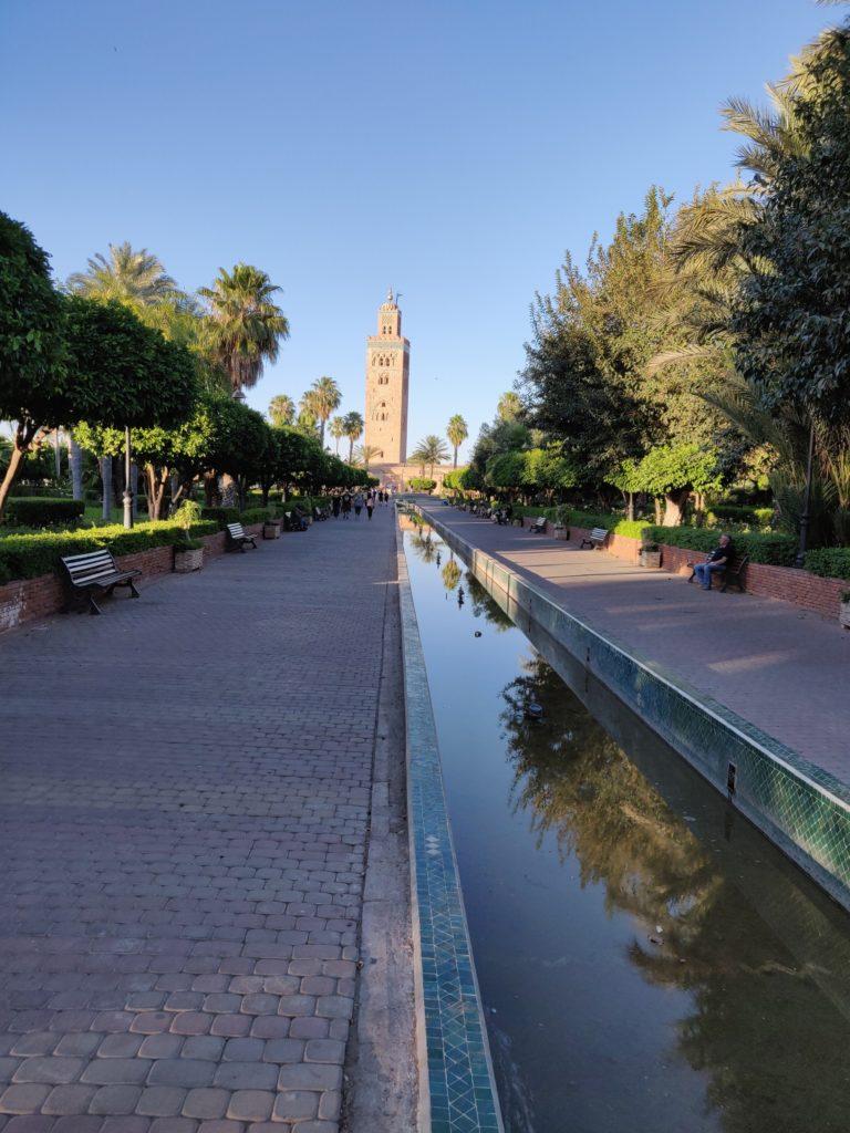 Ogród przez meczetem Koutoubia