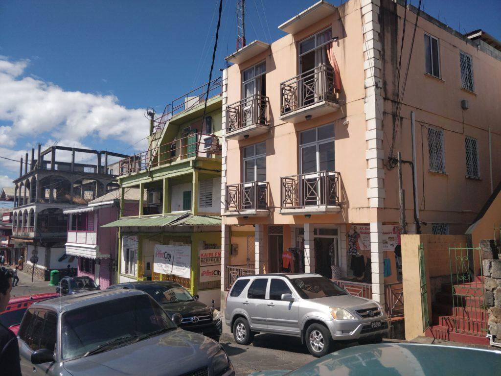 Typowe budowle w Roseau