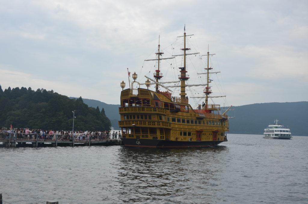 Statek jezioro Ashi
