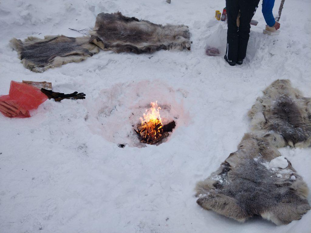 Ognisko na sniegu