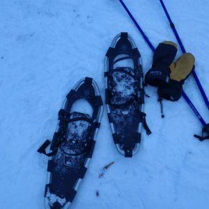 Przemierzając lasy norweskie w rakietach śnieżnych