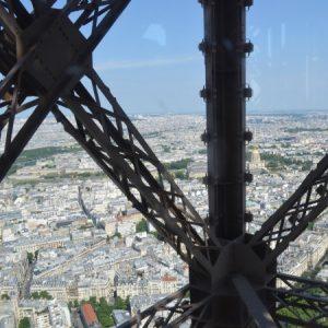 Wieża Eiffla - najwyższy budynek i symbol Paryża