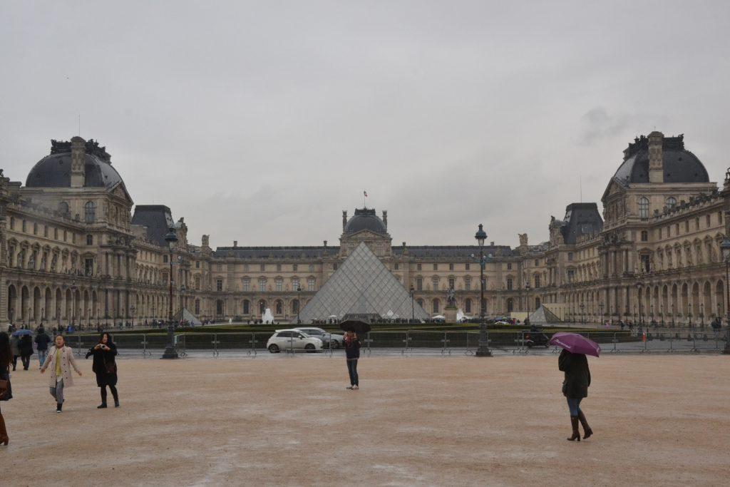 Luwr Paryż Piramida